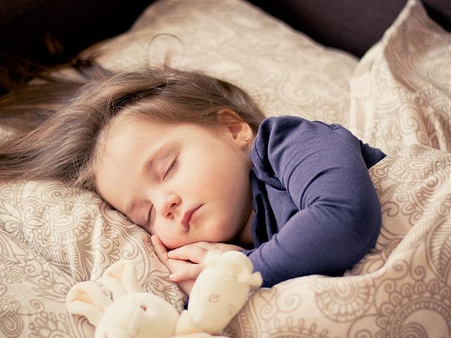 spánek holčičky