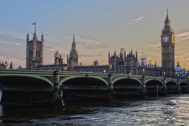 most v Londýně.jpg