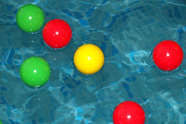 míčky ve vodě.jpg